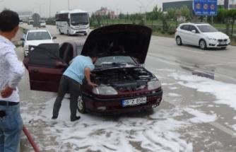 Bursa'da seyir halindeki otomobil yandı