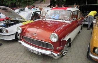 Klasik otomobil tutkunları Bursa'da buluştu