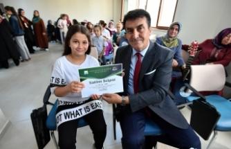 Başkan Dündar öğrencilere sertifikalarını verdi