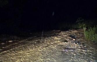 Düzce'de sel, 10 kişi mahsur