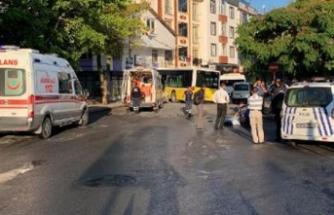Halk otobüsü servis minibüsüne çarpıp dükkana girdi!