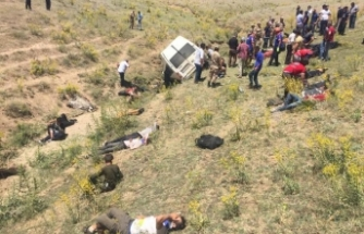 Minibüs takla attı: 15 kişi hayatını kaybetti