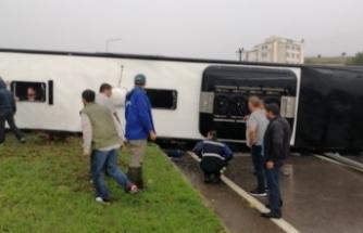 Çanakkale-Bursa karayolunda yolcu otobüsü devrildi!