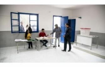 """Tunus'ta """"Devrim yanlıları ve karşıtlarının"""" adayları yarışıyor"""