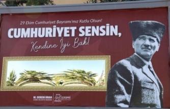 Cumhuriyet Bayramı'na özel anlamlı billboard: Kendine iyi bak