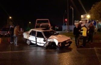 Bursa'da korkunç kaza! Sürücü araç içinde sıkıştı