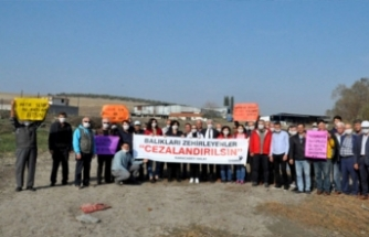 Bursa'da toplu balık ölümlerine karşı maskeli protesto