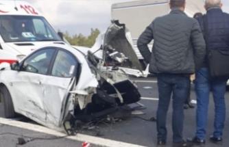 TEM'de korkunç kaza! Otomobil ikiye bölündü