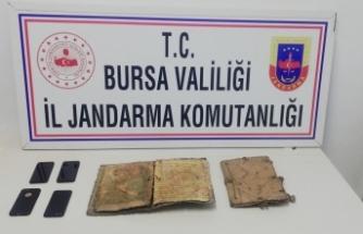 Bursa'da bin yıllık İncil'i satarken yakalandılar