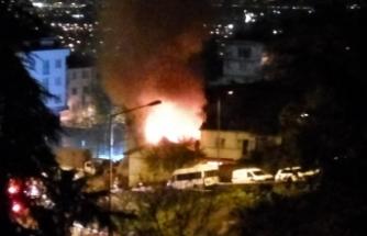 Bursa'da metruk bina alev topuna döndü