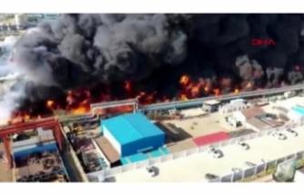 Fabrikada dev yangın uçaktan böyle görüntülendi