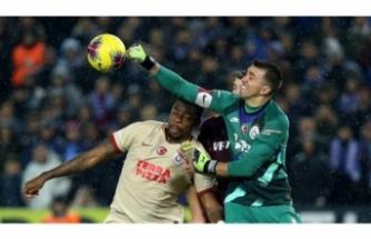 Galatasaray'ı Muslera kurtarıyor