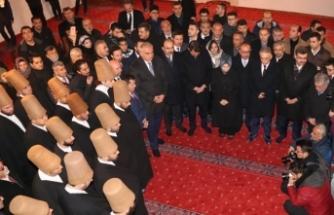 Konya Valisi Orhan Toprak, türbeye ayakkabıyla girdi