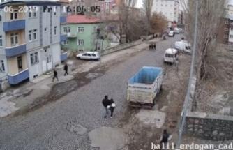 Liseli kızı okulun önünde kaçırmaya kalktılar