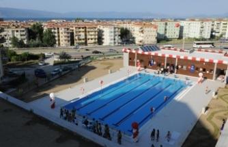 Mudanya Belediyesi, Büyükşehir'in yüzme havuzunu kapattırdı