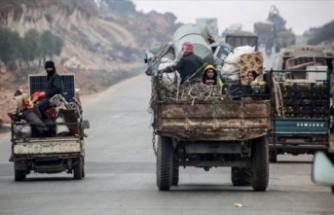 300 binden fazla Suriyeli Türkiye sınırına dayandı...