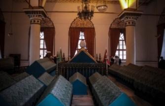 Bursa'daki padişah türbelerine ziyaretçi akını!