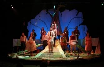 Gölyazılı kadınların tiyatro keyfi