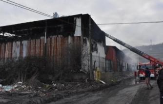 Plastik fabrikasında korkutan yangın!