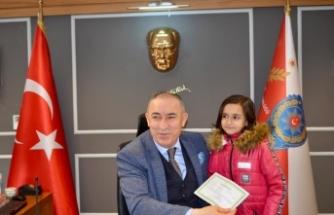 Su satıcısı Elif'i okula gönderen emniyet müdürüne karne sürprizi