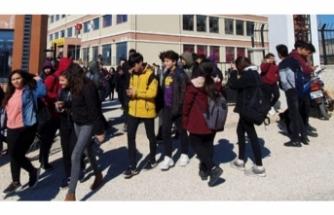 17 öğrenci hastanelik oldu! Okul tatil edildi