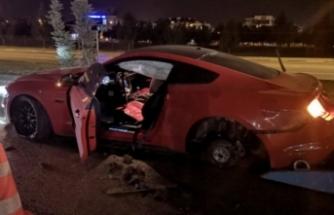 Bursa'da lüks otomobil karşı şeride geçti: 2 yaralı