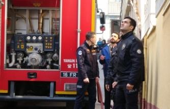 Bursa'da 4 katlı müstakil binanın çatı katında yangın çıktı