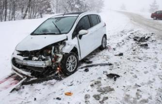 Domaniç-Bursa arasında kar yağışı ulaşımı etkiliyor!
