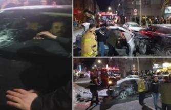 İlginç kaza! Arabalara çarptı, inmedi, yangın çıktı!