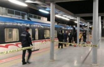 Metro hattına atlayarak yaşamına son verdi