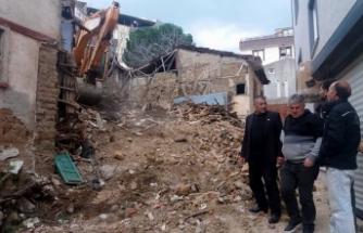 Mudanya'da metruk binalar yıkıldı