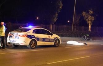 Refüje çarpan motosikletli hayatını kaybetti
