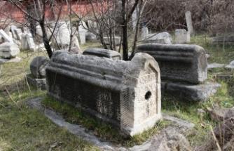 Yüzlerce yıllık tarihin üstü çöplerle örtülü