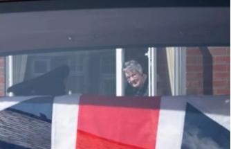 35 yıllık eşine pencereden veda etti