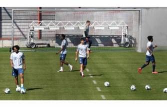 Bayern Münih'ten sosyal mesafeli antrenman