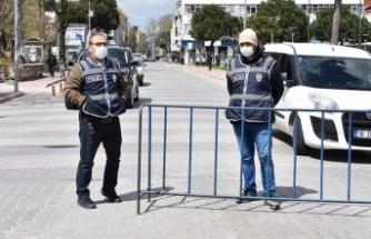 Bu ilçede iki kişinin iş yeri önünde sohbet etmesi yasaklandı