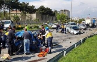 TIR araçları ezerek durabildi: 5 ölü, 15 yaralı