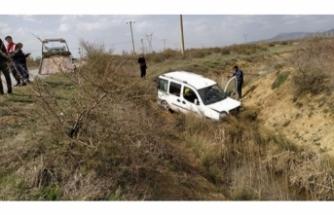Tali yoldan gitmek isterken kaza yaptılar!
