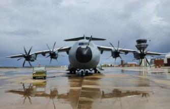 TSK'ya ait yardım malzemesi taşıyan uçak İtalya'ya indi