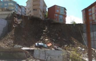 İnşaat alanının destek duvarı çöktü!