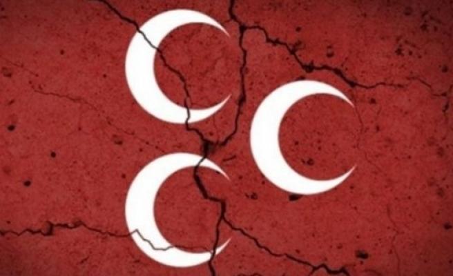 12 MHP yönetim kurulu üyesi istifa etti