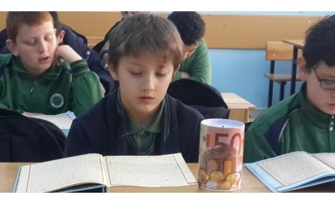 Kumbarasındaki parasını Halep'e bağışladı