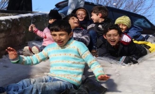 Bursa'da çocukların kar tatili sevinci!