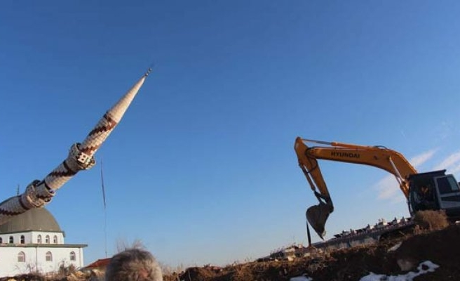 Minare böyle yıkıldı!