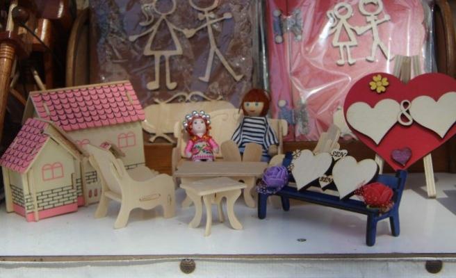Bursa'da tahta oyuncaklara ilgi artıyor!