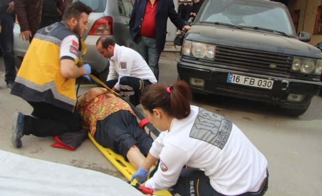 Bursa'da dikkatsiz sürücü yaşlı kadını canından ediyordu