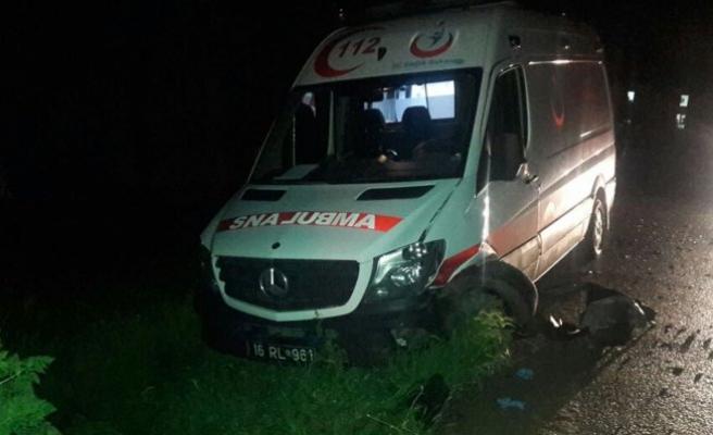 Bursa'da yaralı taşırken ambulansla çarpıştı