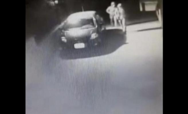 Bursa'da park halindeki otomobili çalmak istediler