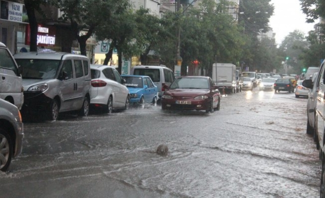 Bursa'da yollar nehre döndü!