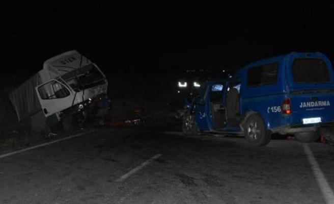 Askeri araç kaza yaptı: 1 şehit, 8 yaralı